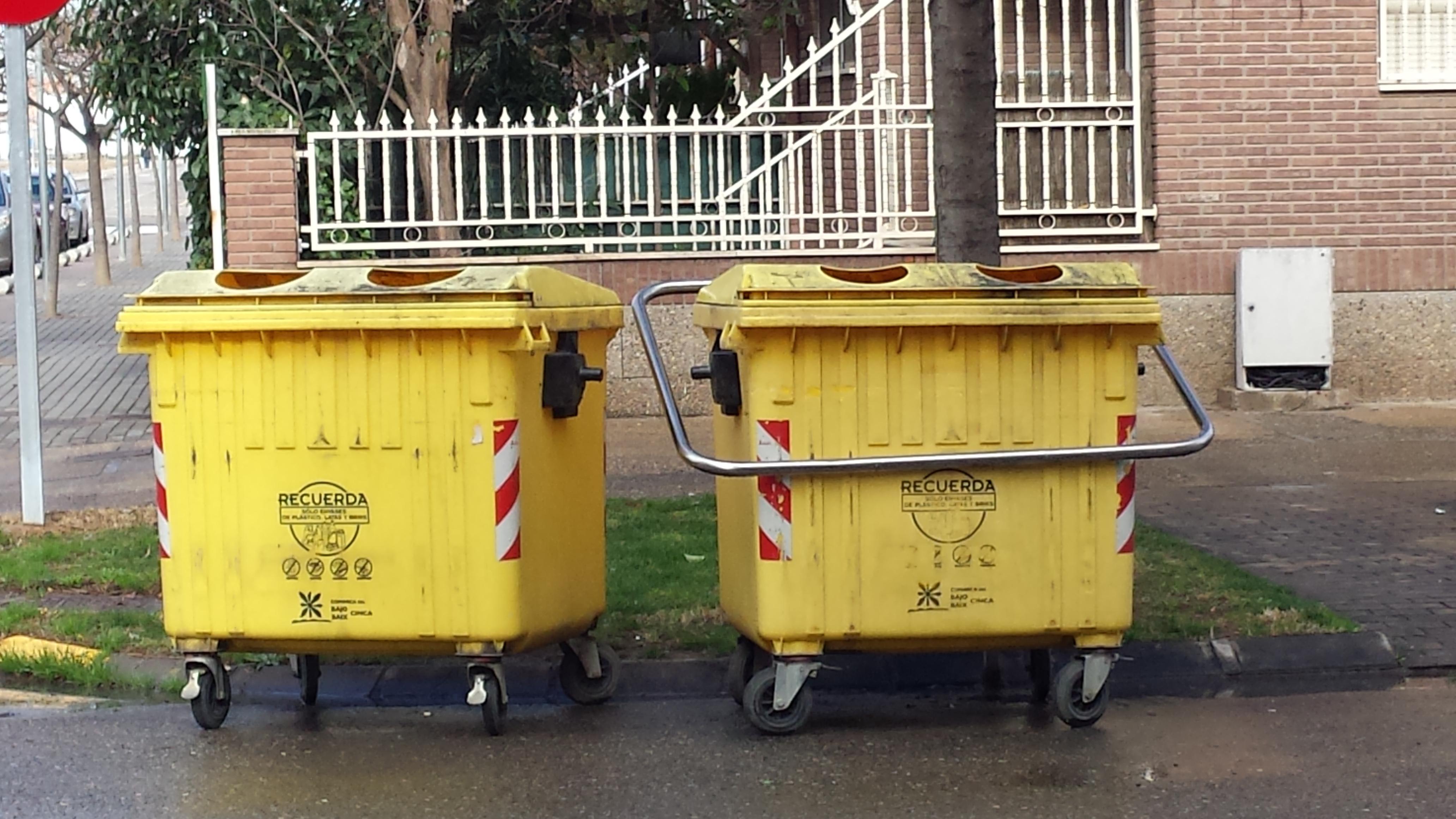 Solicitamos a la Comarca del Baix Cinca información sobre la periodicidad de la limpieza de los contenedores de reciclaje de plástico y vidrio en Fraga