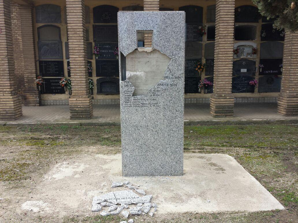 Preguntaremos en la DPZ por el atentado al monolito en memoria de los republicanos caídos en el cementerio de La Cartuja