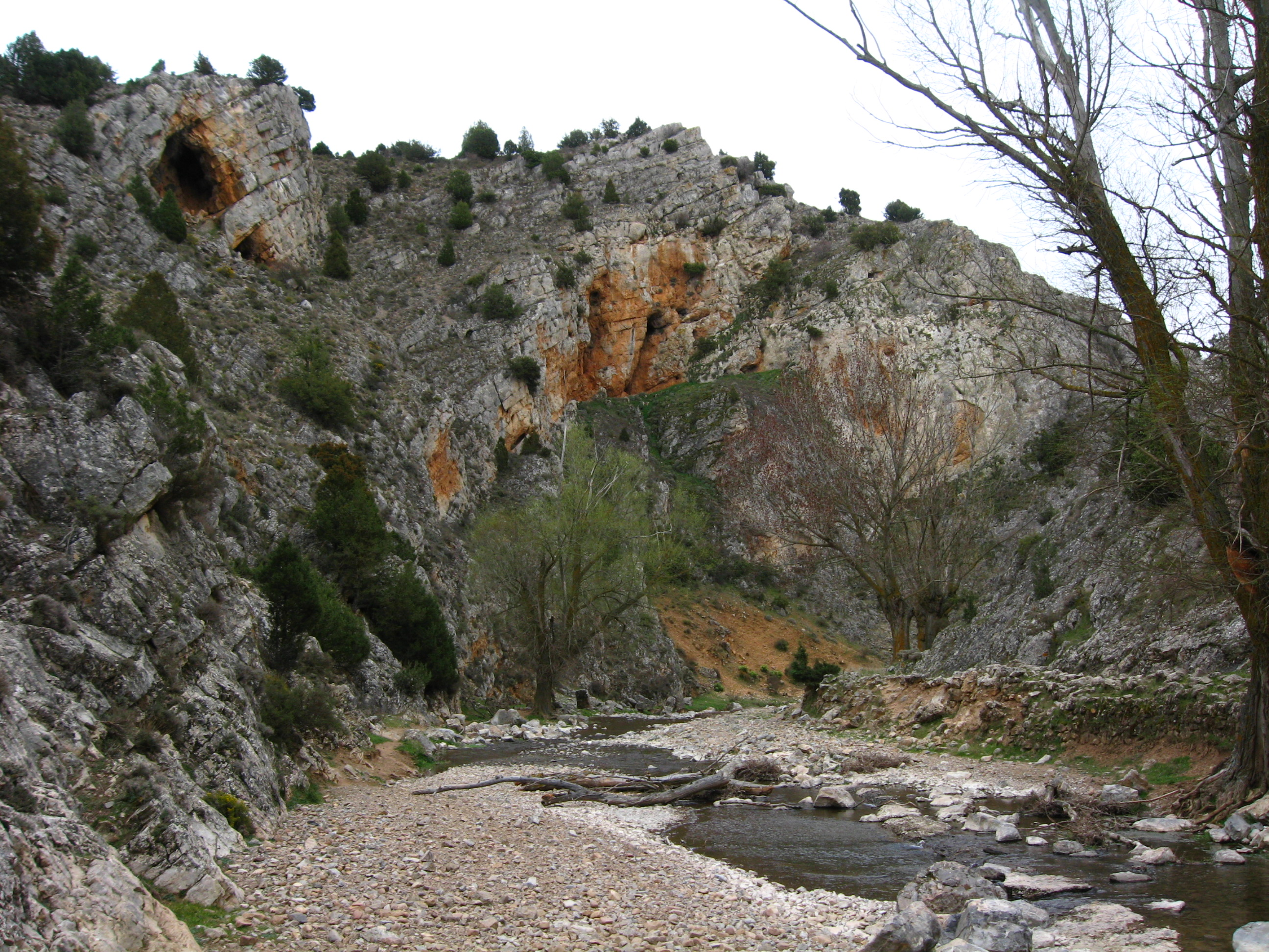 Pedimos explicaciones al Gobierno por el posible vertido de magnesitas procedentes de la mina de Borobia al río Manubles