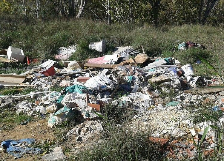 El Gobierno de Aragón incoa un expediente sancionador por infracción de la Ley de Residuos y Suelos contaminados en un vertedero ilegal denunciado por IU Fraga