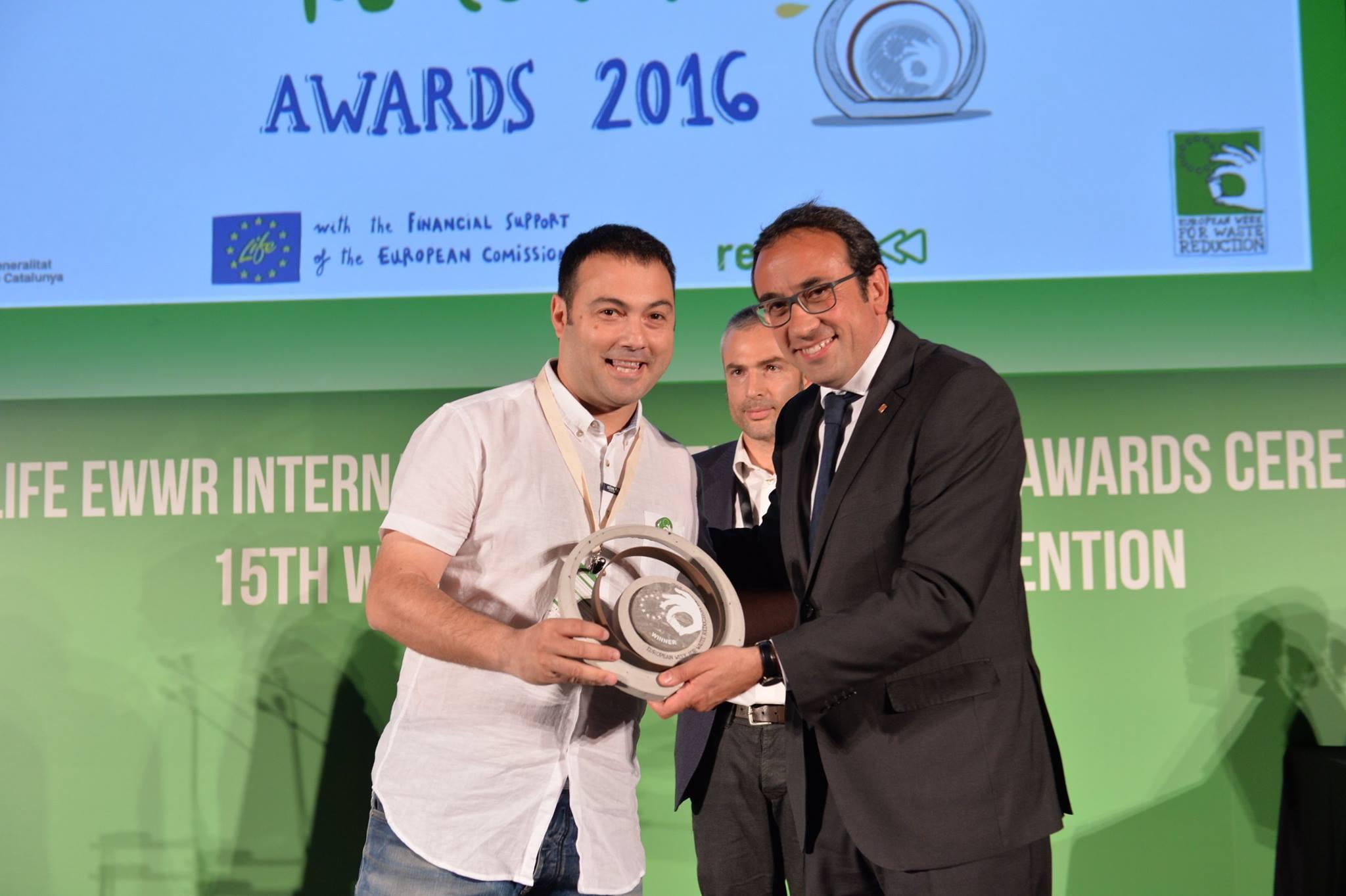 Nuestro concejal en Utebo, Rubén Estévez, recoge el premio el Premio Europeo sobre Prevención de Residuos