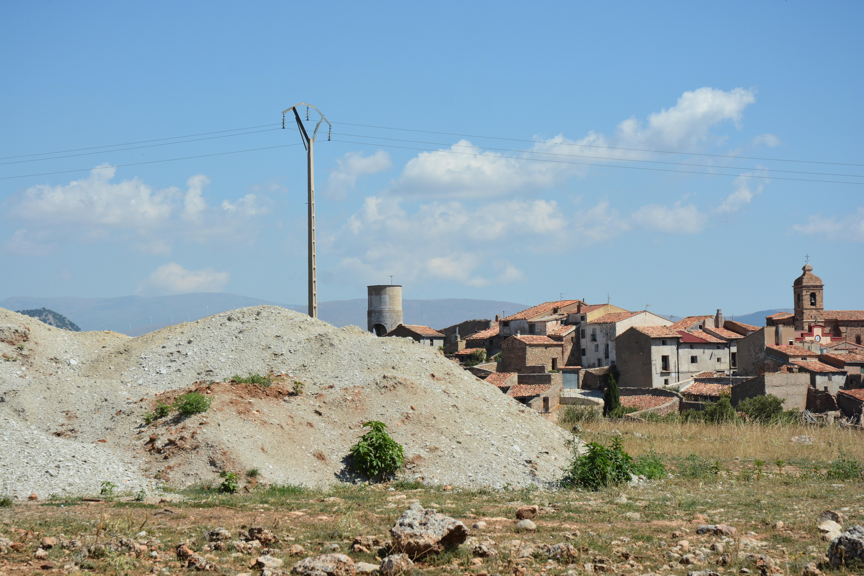 Pedimos explicaciones al Gobierno de Aragón ante el depósito de residuos peligrosos junto al casco urbano de Malanquilla
