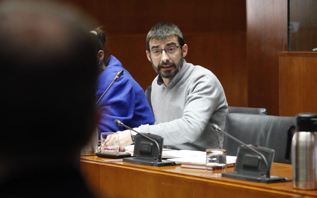 Las Cortes reivindican la paralización del cierre de taquillas en las estaciones de ferrocarril al aprobar nuestra iniciativa