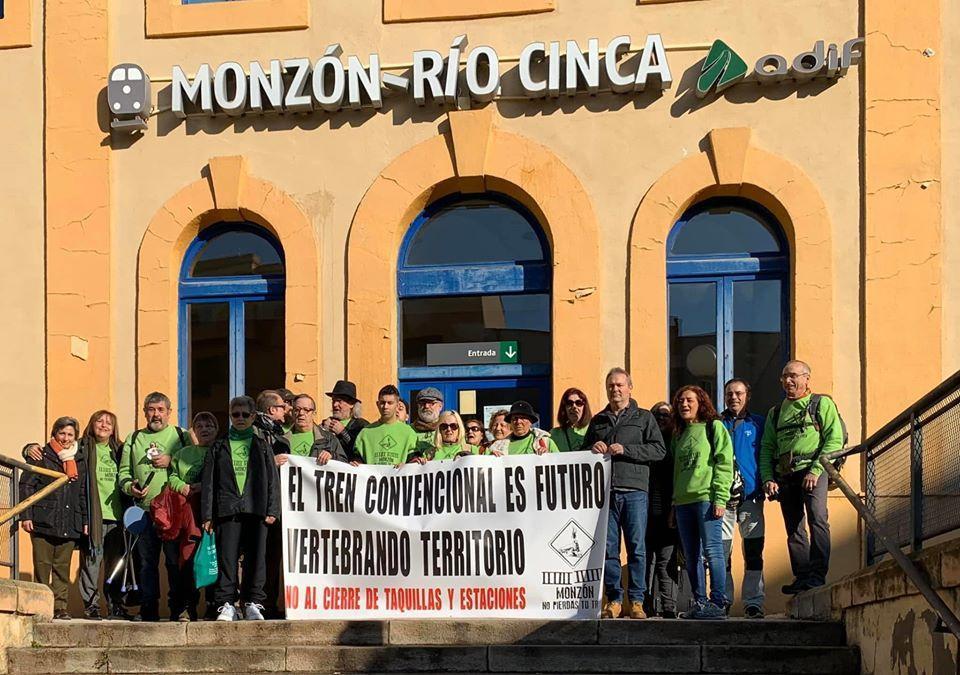 Cambiar Monzón reclama al Gobierno de Aragón la mejora de frecuencias de ferrocarril y el mantenimiento de la venta de billetes e información