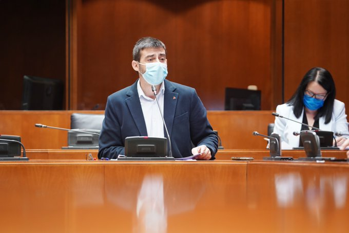 Las Cortes instan al Gobierno a adherirse a la petición de descenso de ratios presentada en el europarlamento al aprobar nuestra iniciativa