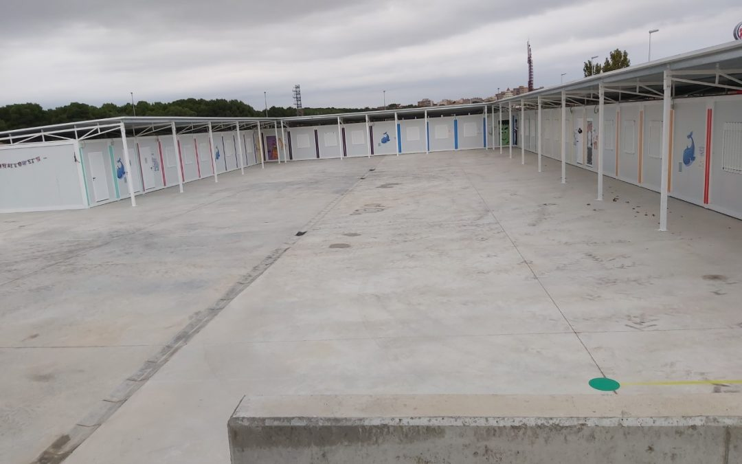 """Exigimos al Departamento de Educación que asegure las protecciones de las """"peligrosas"""" vigas metálicas en los patios de las aulas prefabricadas"""
